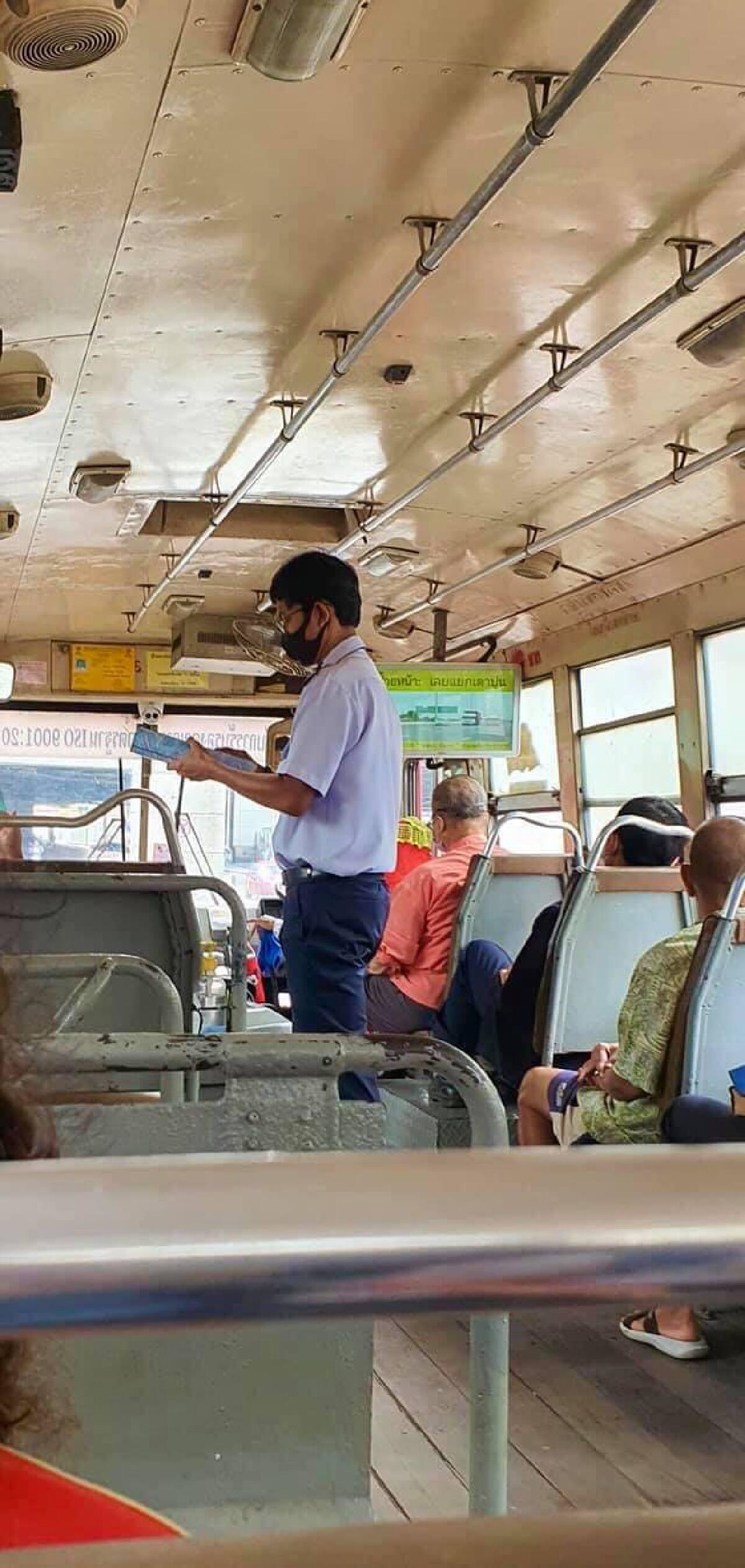 ชื่นชมกระเป๋ารถเมล์สาย 65  ช่วยเหลือผู้โดยสาร ขึ้น - ลงตลอดสาย