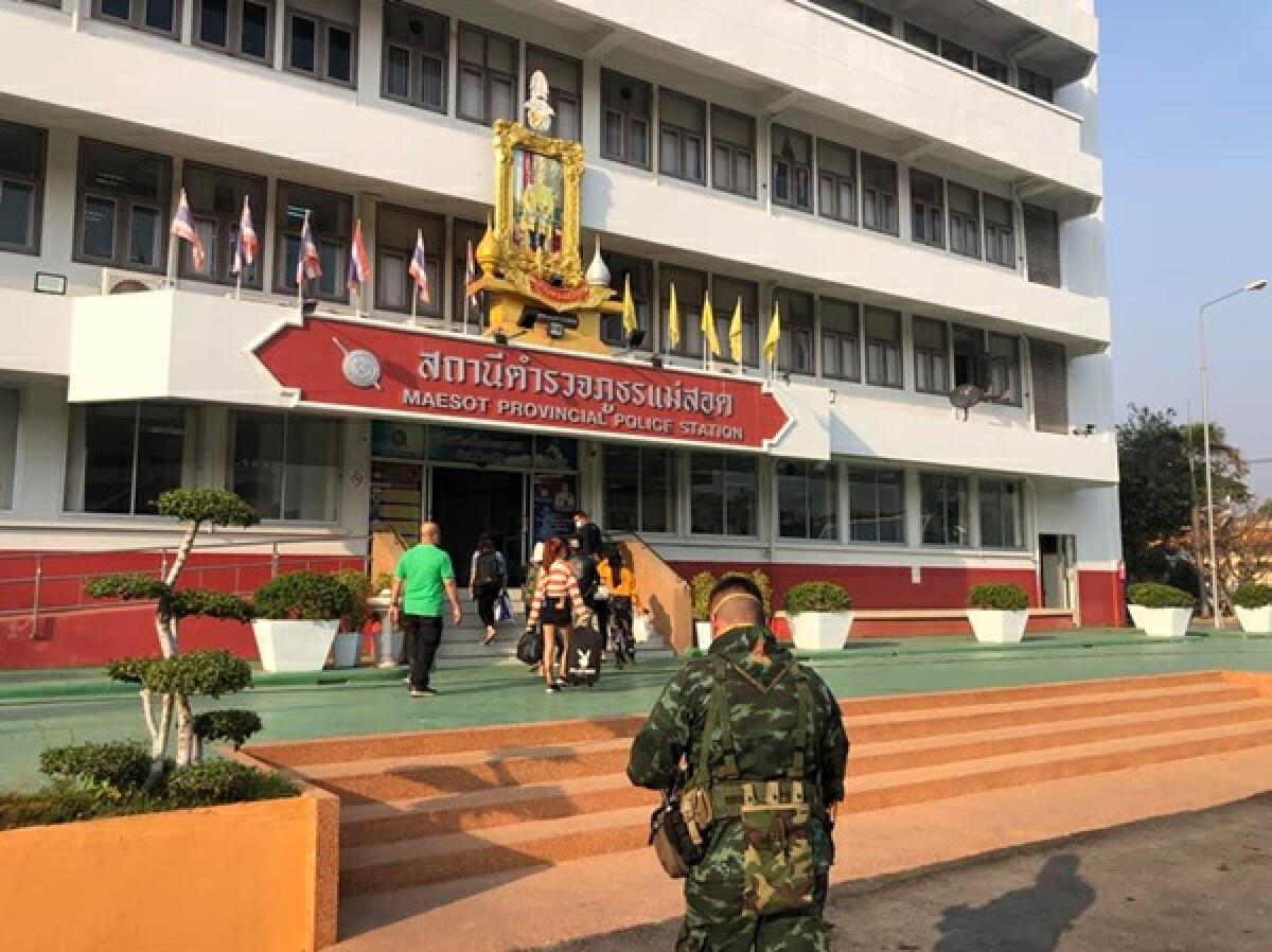 สั่งกักตัว ตร.แม่สอด หลังจับสาวไทยติดโควิดจากบ่อนพม่า ลักลอบเข้าประเทศ