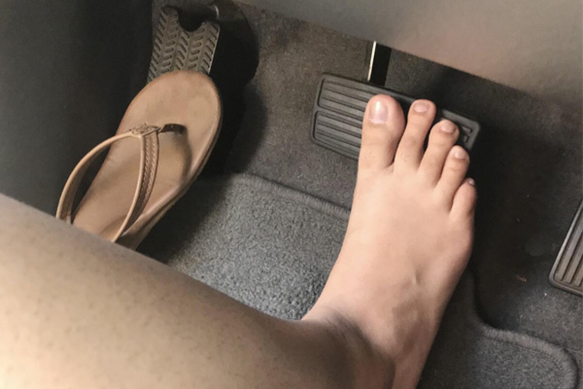 ทราบหรือไม่? บุคคลจำพวกเหล่านี้สามารถถอดรองเท้าขับรถได้