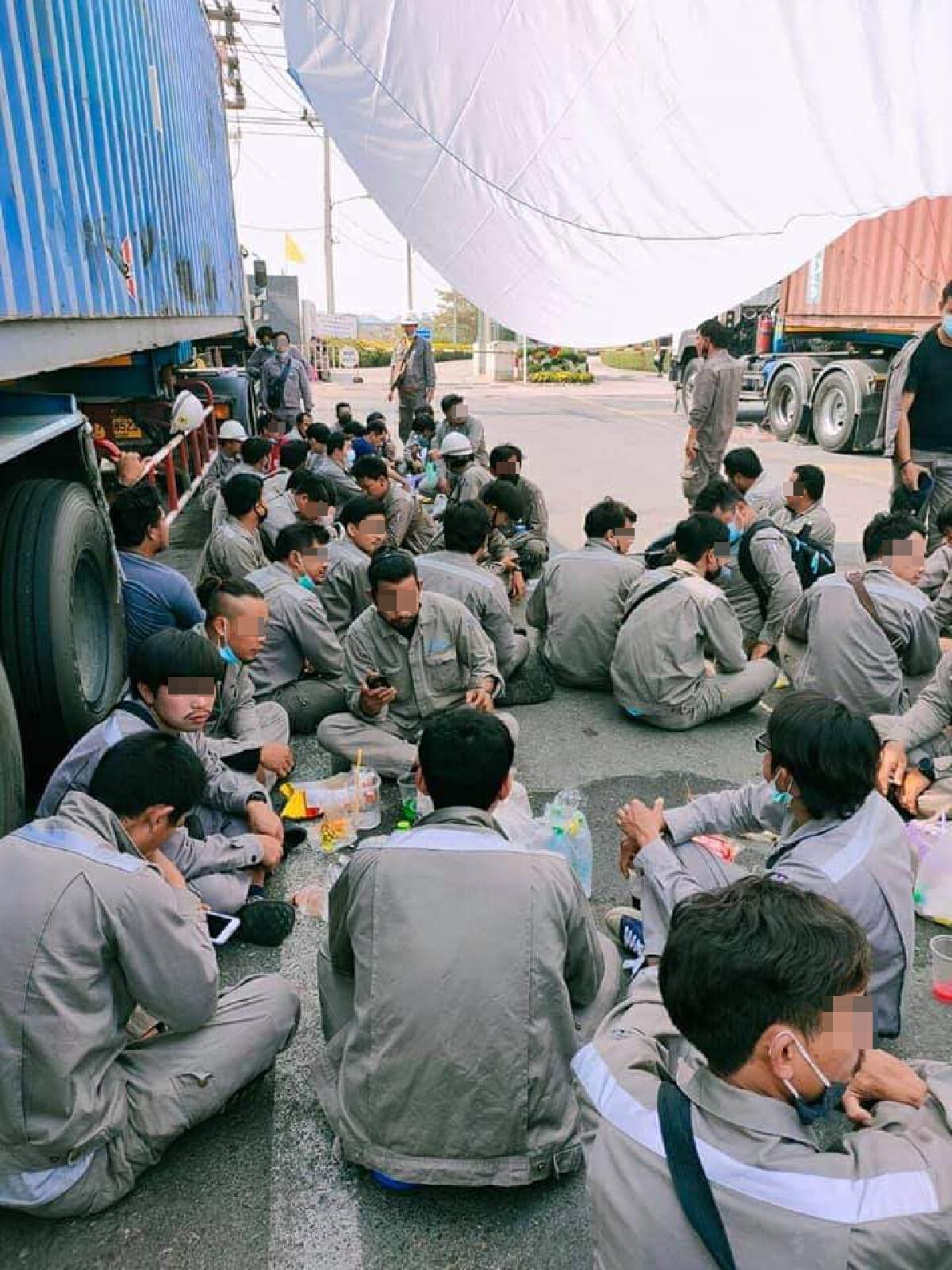 หนุ่มโรงงาน รวมกลุ่มประท้วง หลังผู้ประกอบการปฏิเสธจ่ายค่าโบนัส