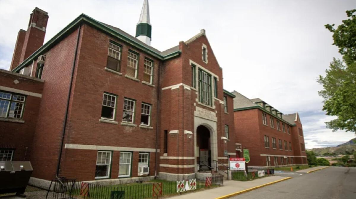 ตำรวจแคนาดา พบร่างนักเรียน 215 คน ถูกฝังใต้อาคารโรงเรียนประจำ