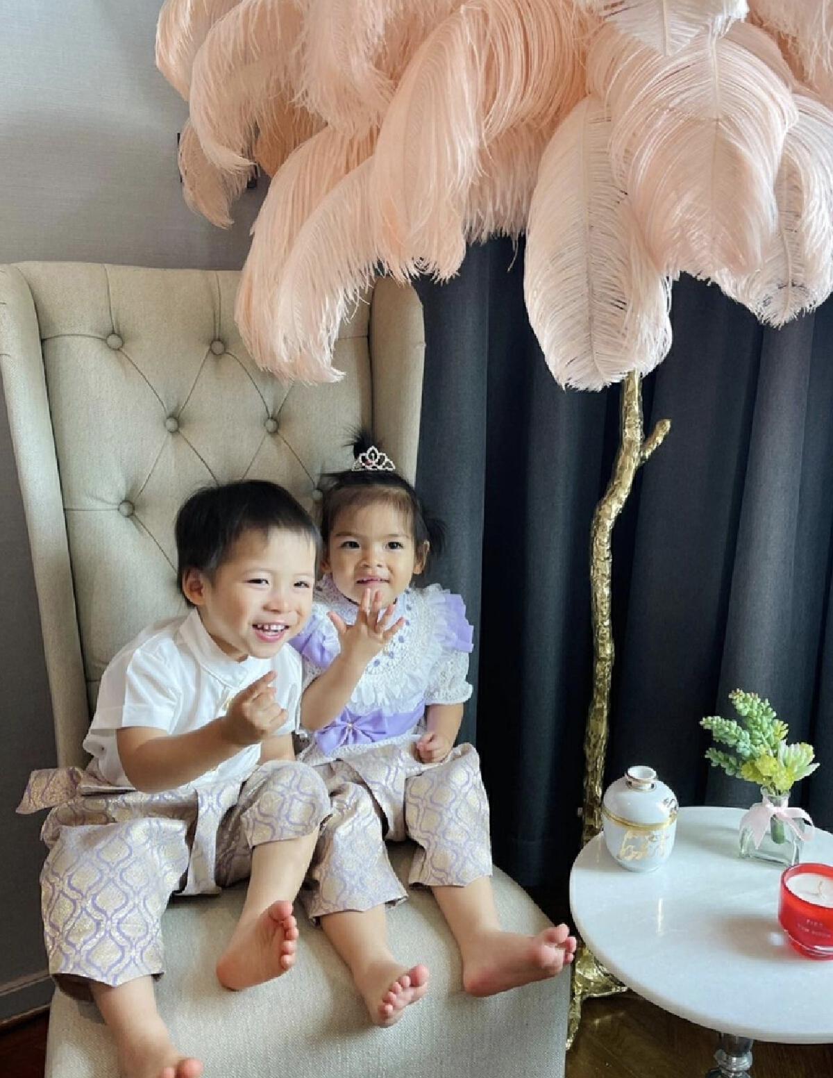 ปุ๊ก อาภัสรา จัดงานวันเกิดให้หลานแฝด น้องมีก้า-มีญ่า อายุครบ 2 ขวบ