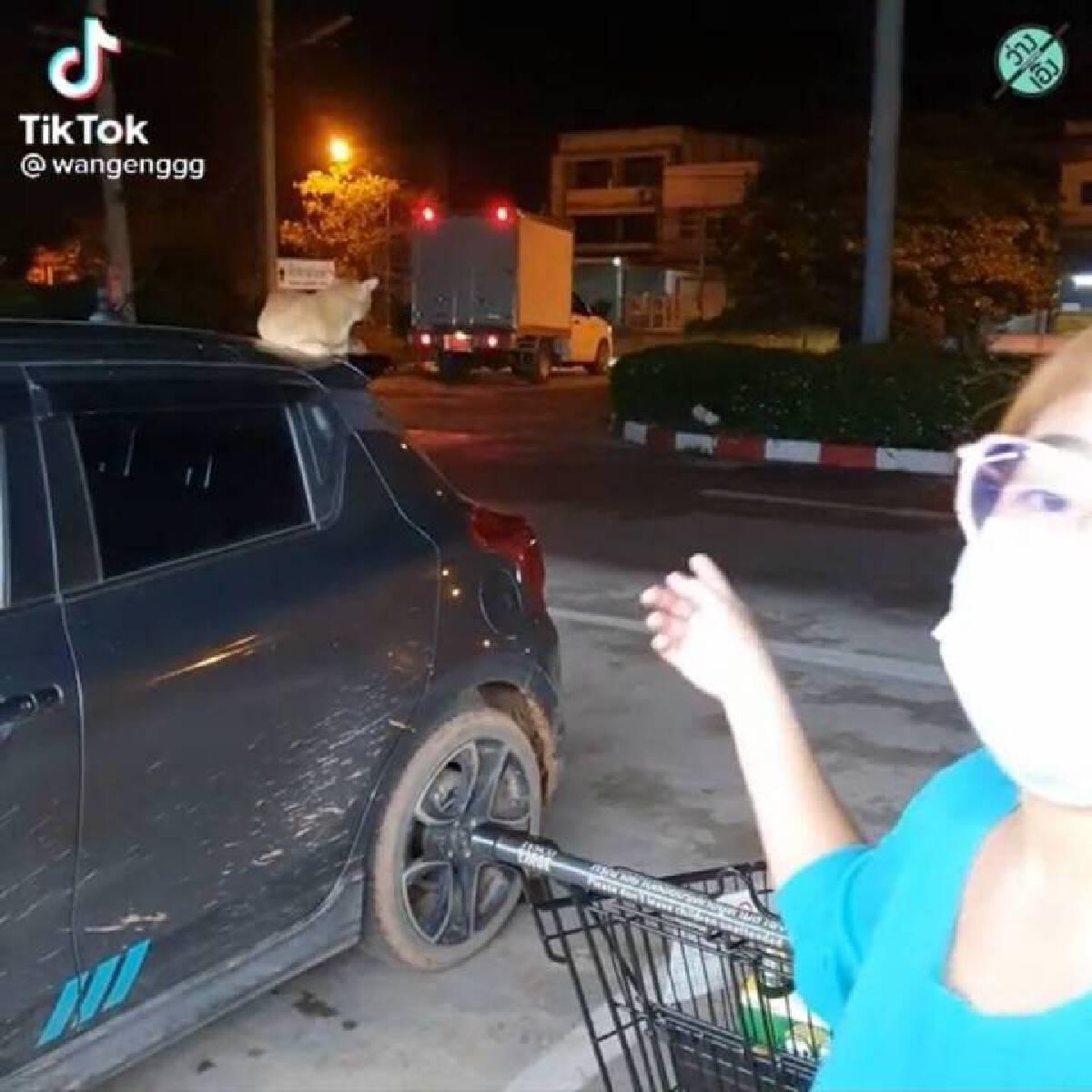 สาวหนักใจ ไปซื้อของจะกลับบ้าน เจอเจ้าถิ่นดักรอที่รถ ไม่ให้กลับแถมด่าแรง