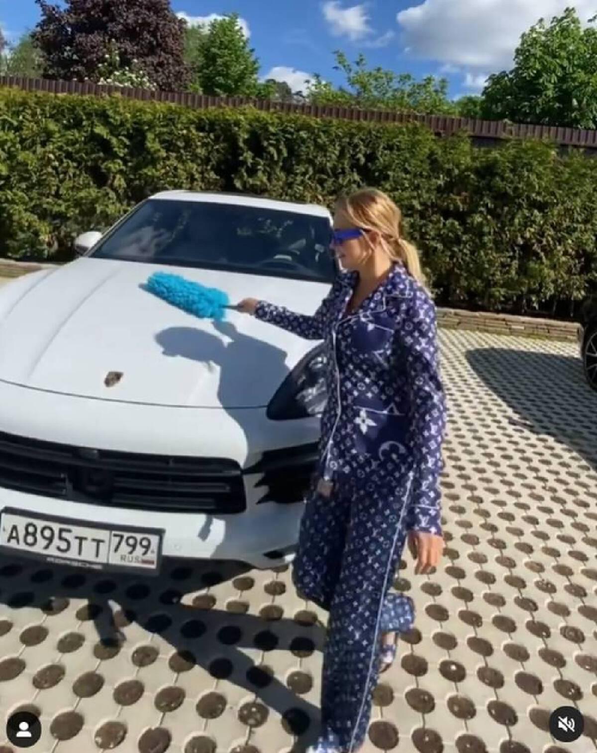 ชาวเน็ตถล่ม เศรษฐีนักธุรกิจชาวรัสเซีย หลังเปิดโหวต วันนี้ขับปอร์เช่สีไหน