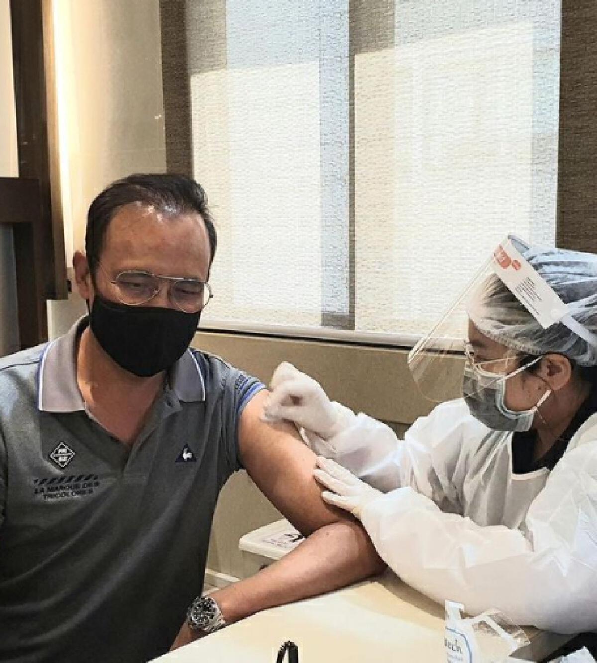 ตั๊ก มยุรา ฉีดวัคซีน ดาราฉีดวัคซีน