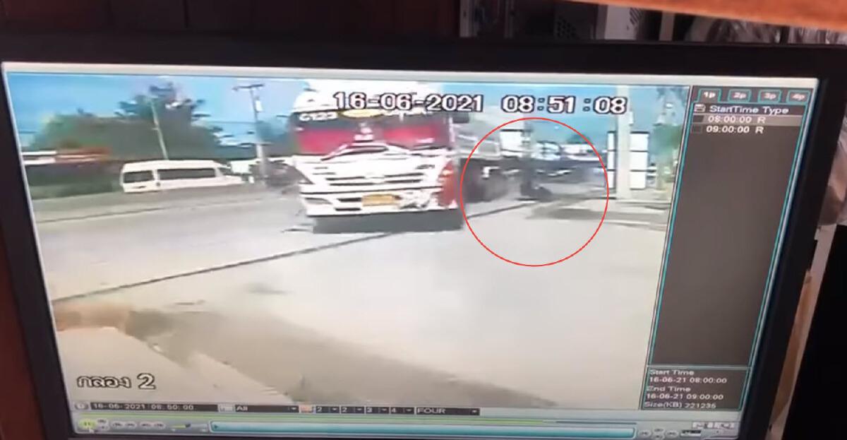 รถพ่วง 18 ล้อตัดหน้าอาการสาหัส