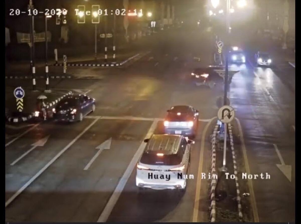 ฟอร์จูนเนอร์รีบเร่ง ขับรถเลี้ยวขวา ก่อนชนอย่างจังกับรถกู้ภัย