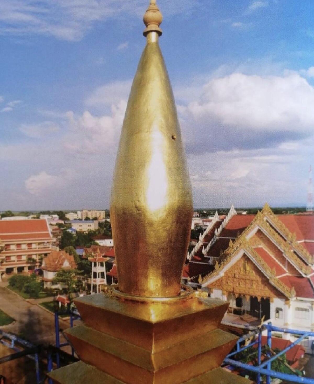 อนุโมทนาบุญ  เบลล่า ราณี สวมชุดไทย ถวายทอง สมเด็จพระสังฆราช
