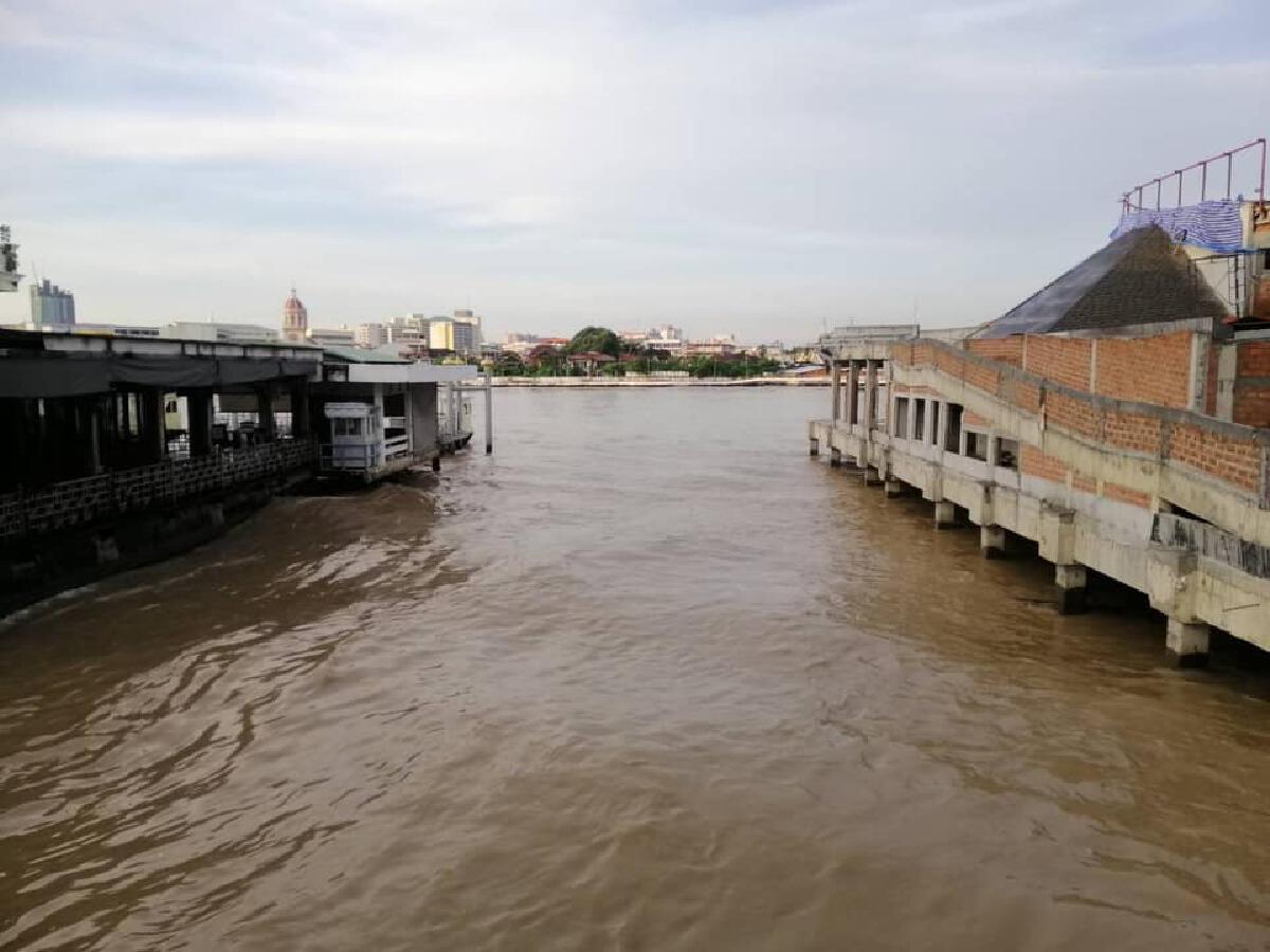 กทม. เตือน ประชาชน 11 ชุมชน เฝ้าระวังสถานการณ์น้ำอย่างใกล้ชิด