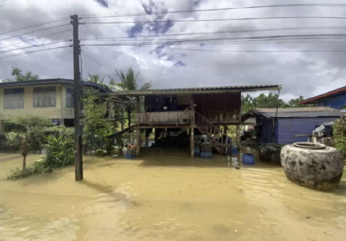 น้ำล้นเขื่อนคีรีธา เข้าท่วมแล้ว 4 หมู่บ้าน