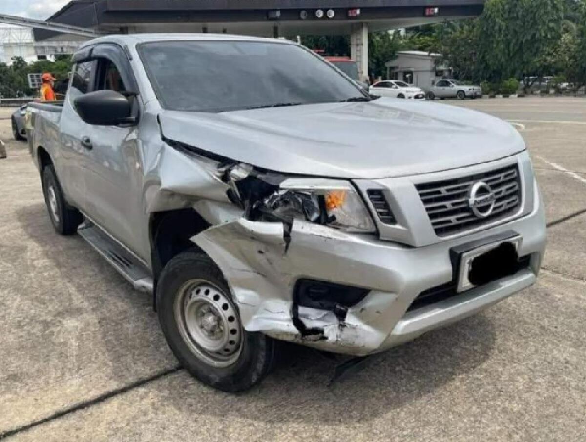 อุบัติเหตุรถกระบะยี่ห้อนิสสัน เสียหลักชนท้ายรถหรูลัมโบร์กินี
